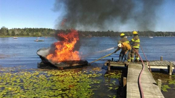 boat_fire_summit_bass_lake_09-02-16