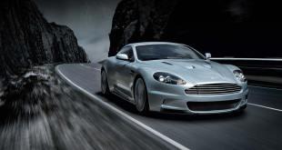 Un Aston Martin que brilla en la oscuridad