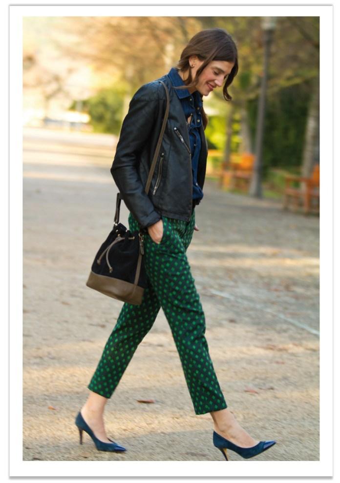 look-pantalones-geometricos-y-perfecto