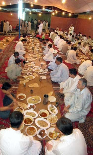 شهر رمضان عشرة مرق وعشرة حلق وعشرة خرق