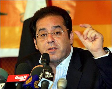 ايمن نور يطلب السماح له بحضور مباراة مصر والجزائر في السودان