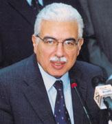 احمد نظيف رئيس الحكومة المصرية يتابع احداث مباراة مصر والجزائر