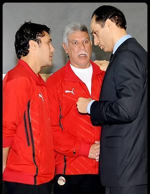 علاء مبارك يطمئن على المنتخب المصري اثناء استعداده لمباراة الجزائر