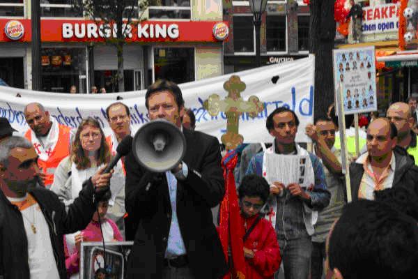 مسيرة احتجاجية للاقباط ضد احداث فرشوط و ملوى و ديروط في باريس وامريكا