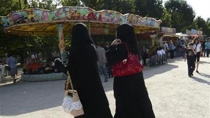 قانون لمنع ارتداء النقاب بالاماكن العامة في فرنسا