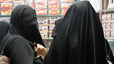 منقبة مصرية تطعن ضد منعها من التدريس