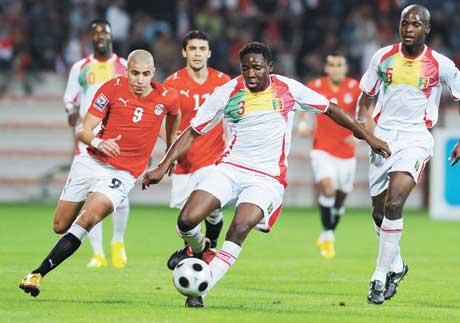 جيروم دامون حكم مباراة مصر والكاميرون | انجولا 2010
