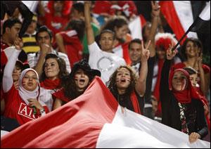 الفا مشجع مصري يسافرون لدعم المنتخب في مباراة مصر والجزائر | انجولا 2010