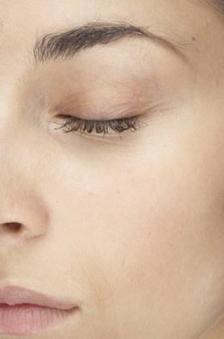 كريم العناية بالعين وصفات علاج الهالات السوداء