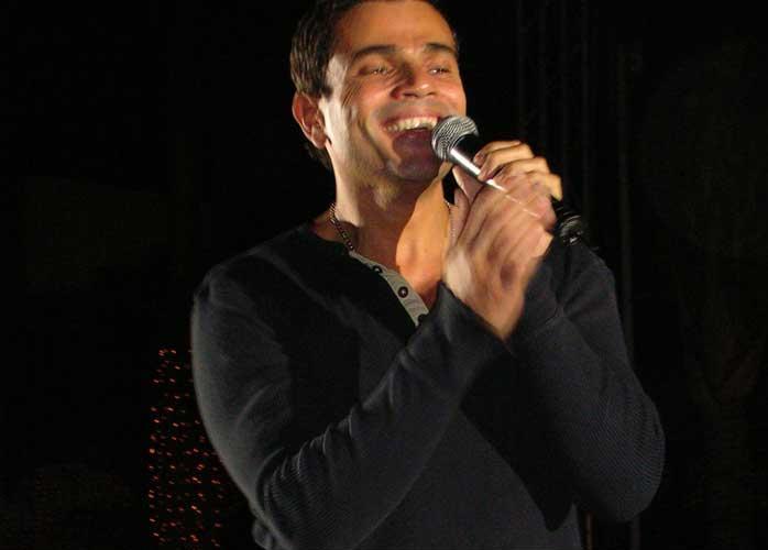 اغاني عيد الحب: فيديو كليب اغنية عمرو دياب انا بقدم قلبي يوتيوب