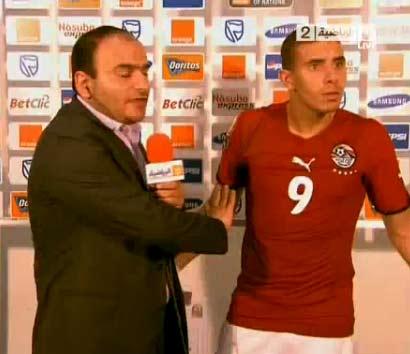 سر خناقة زيدان مع لاعبي الجزائر و عنتر يحيى   فيديو