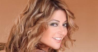سميرة سعيد : يشرفني عمل دويتو مع عمرو دياب | فيديو