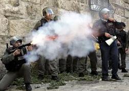 اصابة 10 طلاب فلسطينيين برصاص قوات الاحتلال