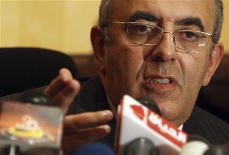 حاتم الجبلي : علاج زوجتي على نفقة الدولة حقي لأني وزير