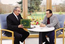 صحة الرئيس مبارك تتحسن والتليفزيون يذيع لقطات حية له