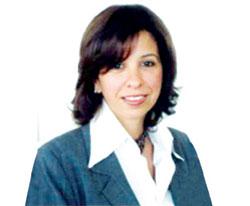 مراسم استقبال زينب زكي زوجة احمد نظيف في مطار القاهرة