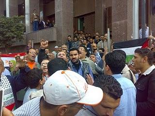 تأجيل محاكمة احمد ابو دومة في قضية شغب مظاهرات مايو