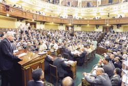 مد العمل بـ قانون الطوارئ المصري سنتين بموافقة مجلس الشعب