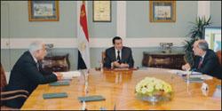 الرئيس مبارك يطلع على تعديلات قانون التأمينات والمعاشات الجديد