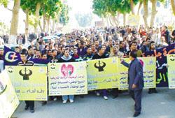 طلاب جامعة سوهاج يرفعون شعار الوحدة الوطنية بعد احداث الاسكندرية