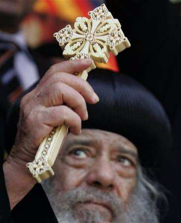 الصراع بين الكنيسة الارثوذكسية و الانجيلية .. الكل خسران وقبلهم مصر
