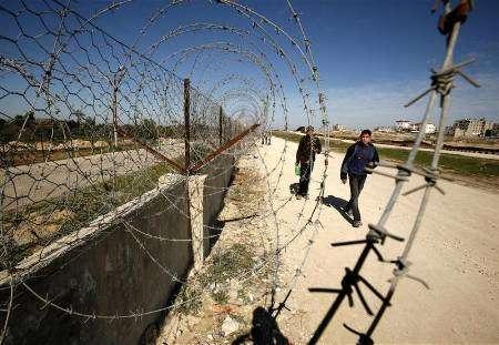 إسرائيل تعتقل أربعة مصريين