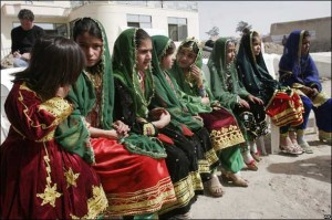 فتيات افغانيات في مدارس علمانية