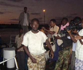 قائد تحرير الصيادين :ارتديت ملابس حريمي.. هرباً من القراصنة