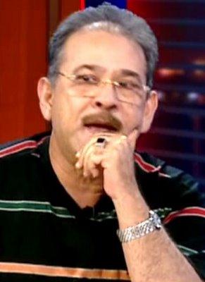 حملة ضد وزير الثقافة فاروق حسني بسبب منح الجائزة للدكتور سيد القمني لتشكيكه في الإسلام