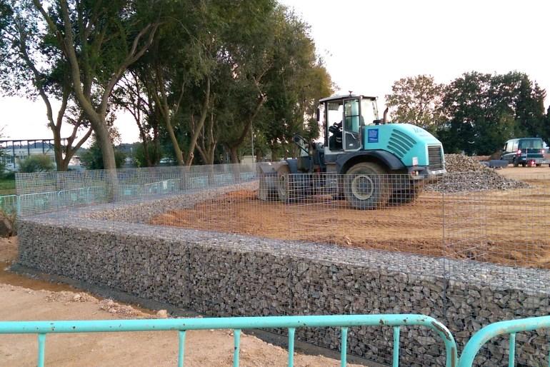Construcció mur de gabions de pedra. Massachs Obres i Paisatge slu