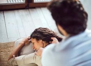 partnermassage, jong stel, masseren, masserend