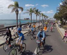 Las bicicletas conquistan la Avenida de Arrecife
