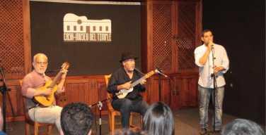 El Colorao Trío llenó y emocionó la acogedora sala de conciertos de la Casa Museo del Timple de Teguise