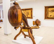 """Marina Lanzarote inaugura la exposición """"Arte en la madera"""" de Sergio Morales"""