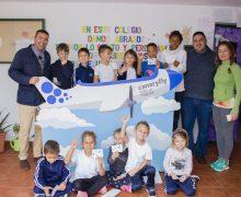 """Los escolares del municipio, los primeros en """"subirse en el avión"""" de Canaryfly bautizado con el nombre de Villa de Teguise"""