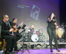 """Aplaudido espectáculo celebrado en San Bartolomé """"Con M de Mujer"""" de la cantante """"Patricia Muñoz"""""""