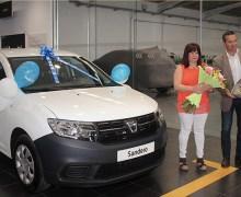 Juan Toledo S.L. Concesionario oficial Renault – Dacia en Lanzarote y Fuerteventura, hace entrega del vehículo sorteado con motivo de la celebración de su 50 aniversario