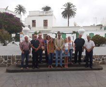 Dos estudiantes de Haría reciben las becas Luis Ramírez