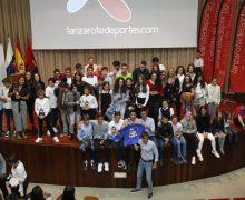 Los juniors Federico Bini y Sara González recibieron los trofeos de vencedores absolutos de la 'IX Copa de Natación en Aguas Abiertas'