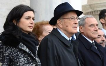 http://i2.wp.com/www.massimo.delmese.net/wp-content/uploads/Laura-Boldrini-Giorgio-Napolitano-Pietro-Grasso.jpg?resize=360%2C225