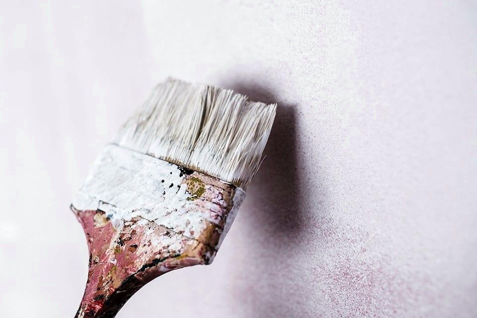 Una storia di tinteggiatura e provocazioni