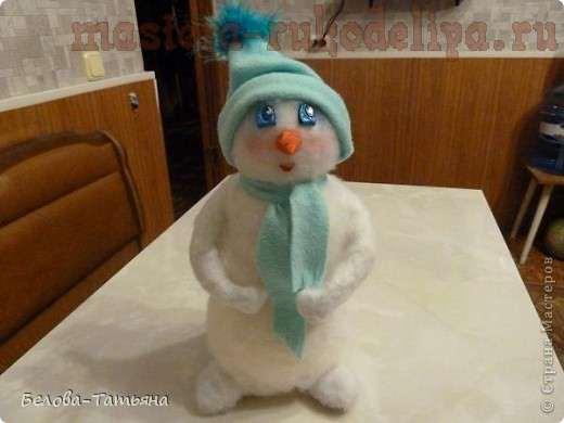 Bonhomme de neige (Now Baba) - Figure Snowy Snowy Stylisé de l'homme, Sculpture. Modélisation de bonhomme de neige - Amusement d'hiver, originaire de l'Antiquité.