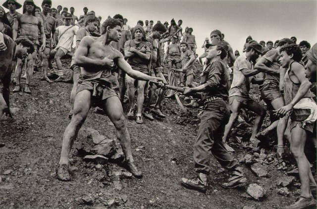 https://i2.wp.com/www.masters-of-photography.com/images/full/salgado/salgado_dispute.jpg