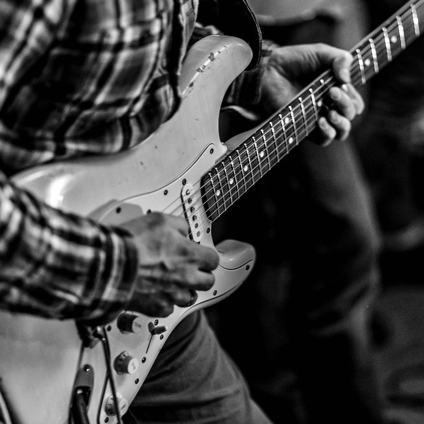 Just love this shot of my Strat, taken at the @abeerdeen.pub gig in St Petersburg by Georgy Pavlovsky ❤️