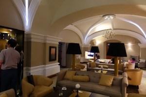 バーの一階もとてもきれいで高級感のある雰囲気です
