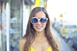 Φροντίστε τα μάτια σας και μην ξεχνάτε να φοράτε προστατευτικά γυαλιά ηλίου.