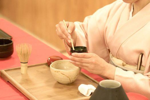 1024px-Japanese_tea_ceremony_20100502_Japan_Matsuri_16