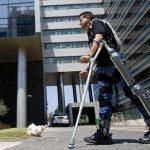 Paraplégicos voltam a andar sozinhos com 'calça robótica'