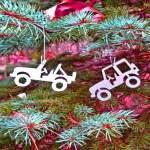 Enfeites de Jeeps para decorar uma árvore de Natal off-road
