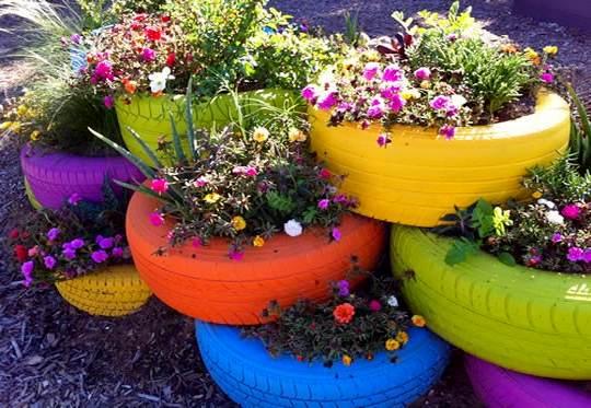 Vasos de plantas com pneus